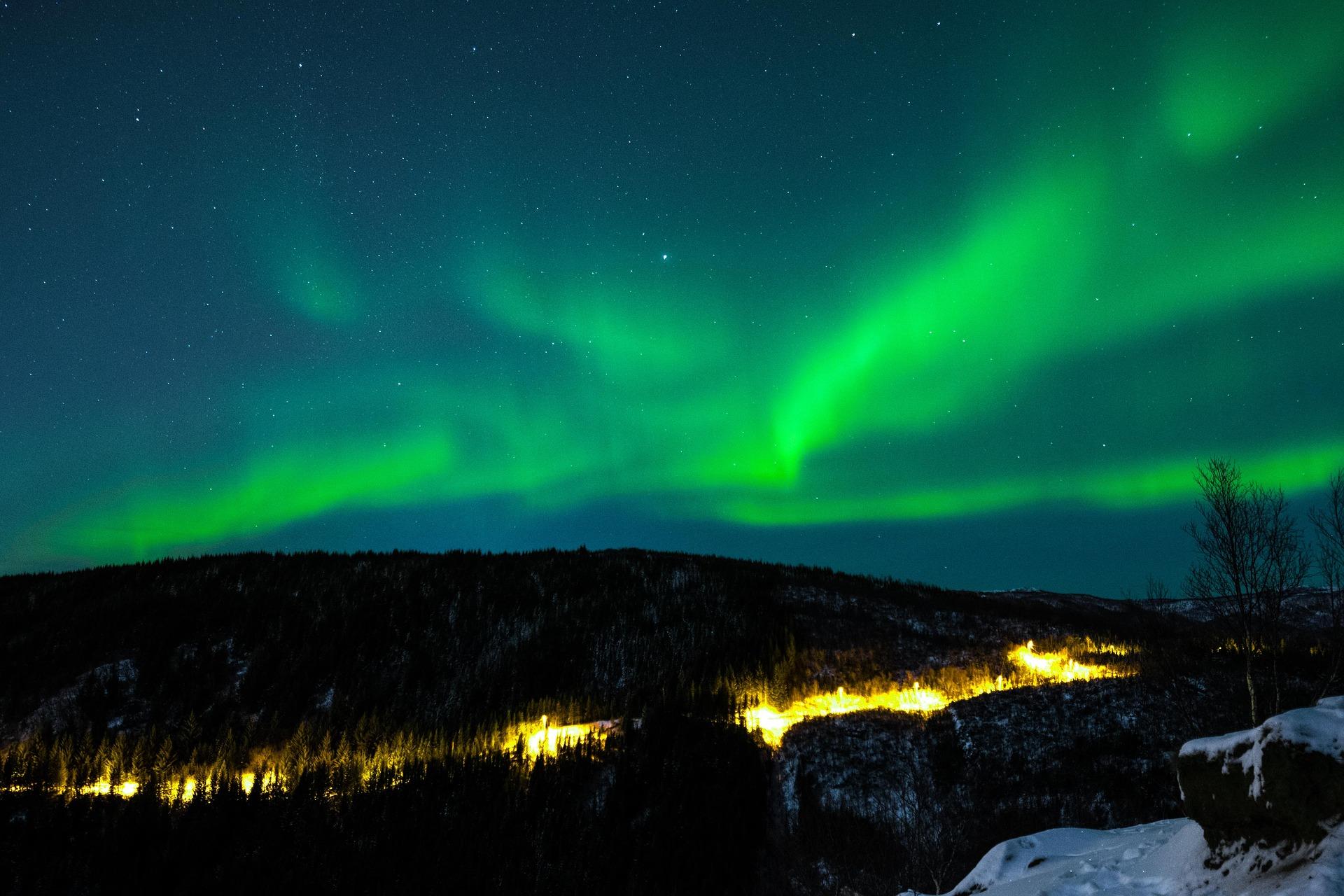 northern-lights-2855658_1920